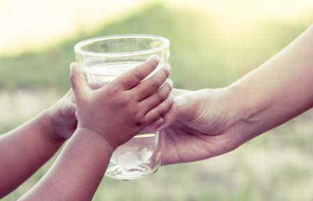 Вода -самый полезный напиток для ребенка