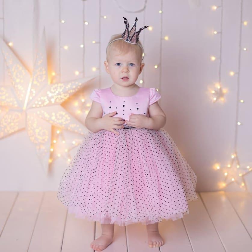 нарядное платье в составе гардероба для девочки