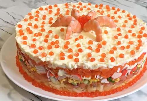 салат с крабовыми палочками, сёмгой и красной икрой