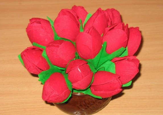 Тюльпаны из одноразовых ложек